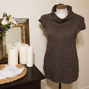 Knit long shirt sleeve sweater
